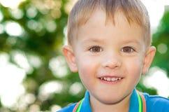 Szczęśliwa piękna chłopiec zdjęcia royalty free