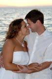 szczęśliwa plażowa para zdjęcia royalty free