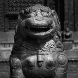 Szczęśliwa Psia statua zdjęcia royalty free
