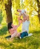 Szczęśliwa radosna młoda rodzina z dzieckiem Obraz Stock