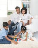 szczęśliwa rodzina hindusów zdjęcie stock