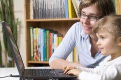 szczęśliwa rodzina komputerowa Obrazy Stock