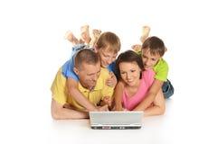 szczęśliwa rodzina laptop Obraz Royalty Free