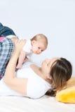 Szczęśliwa rodzina - matka i dziecko obraz royalty free