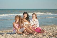 szczęśliwa rodzina Matka, młoda córka i rok, zdjęcie royalty free
