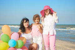 szczęśliwa rodzina Matka, młoda córka i rok, Obrazy Royalty Free