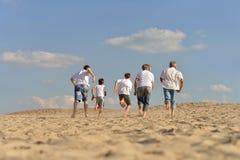 szczęśliwa rodzina na plaży Obraz Stock