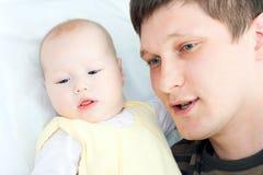 Szczęśliwa rodzina - ojciec i dziecko obraz stock