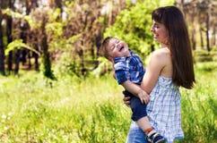 Szczęśliwa rodzina outdoors Obrazy Stock