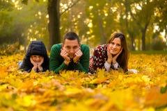 szczęśliwa rodzina park Zdjęcia Stock