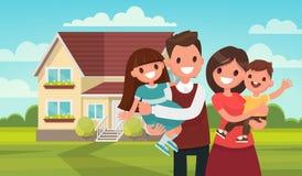 Szczęśliwa rodzina w tle jego do domu Obrazy Royalty Free