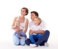 Szczęśliwa rodzina z dwa dziećmi Fotografia Royalty Free