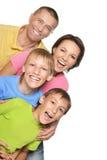 Szczęśliwa rodzina z młodymi dziećmi na białym tle Zdjęcia Royalty Free