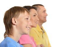 Szczęśliwa rodzina z młodymi dziećmi na białym tle Fotografia Royalty Free