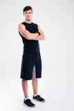 Szczęśliwa sporta mężczyzna pozycja z rękami składać Obraz Royalty Free