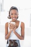 Szczęśliwa sporty wzorcowa mienie kawa Zdjęcia Royalty Free