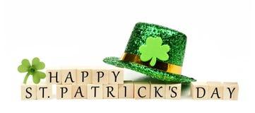 Szczęśliwa St Patricks dnia wiadomość z wystrojem Fotografia Royalty Free