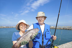 Szczęśliwa starsza para iść łowić Fotografia Royalty Free