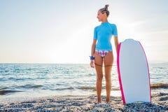 Szczęśliwa surfing dziewczyna Fotografia Stock