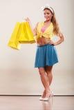 Szczęśliwa szpilka w górę dziewczyny kobiety z toreb robić zakupy Fotografia Royalty Free