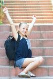 Szczęśliwa uśmiechnięta dziewczyna Z powrotem szkoła obraz royalty free