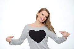 Szczęśliwa uśmiechnięta kobieta z kierowym symbolem Zdjęcia Stock