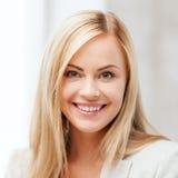 Szczęśliwa uśmiechnięta młodej kobiety twarz, portret lub Obrazy Stock