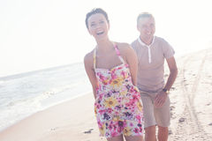 Szczęśliwa uśmiechnięta para zdjęcia royalty free