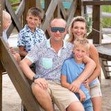 Szczęśliwa uśmiechnięta rodzina z trzy dziećmi Obraz Stock