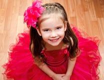 Szczęśliwa urocza mała dziewczynka w princess sukni fotografia stock