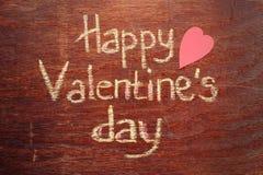 Szczęśliwa walentynka dnia notatka na drewnianym tle Zdjęcia Royalty Free