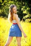 Szczęśliwa wiejska dziewczyna fotografia stock