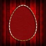 Szczęśliwa wielkanoc - czerwony jajko w złotej ramie na wzorzystym tle Zdjęcie Royalty Free