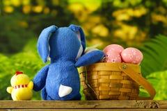 Szczęśliwa wielkanoc! Dekoracyjni jajka Zdjęcie Stock