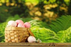 Szczęśliwa wielkanoc! Dekoracyjni jajka Zdjęcia Stock