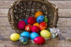 Szczęśliwa wielkanoc, kolorowi jajka fotografia royalty free