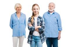 Szczęśliwa wnuk pozycja z dziadem behind i babcią Zdjęcie Royalty Free