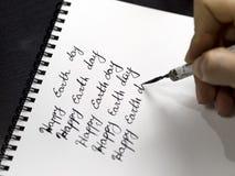 Szczęśliwa ziemskiego dnia kaligrafia i lattering Obrazy Stock