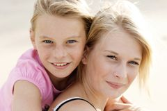 szczęśliwe dziewczyny plażowych Obraz Royalty Free
