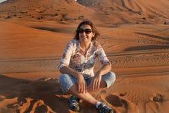 Szczęśliwe kobiety w pustyni Obraz Royalty Free