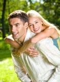 szczęśliwe młode pary zdjęcie royalty free