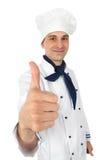 szczęśliwe szef kuchni aprobaty Zdjęcie Royalty Free
