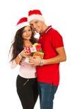 Szczęśliwe Xmas pary mienia teraźniejszość Zdjęcia Royalty Free