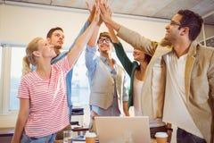Szczęśliwego biznesu ręk drużynowi robi czeki Zdjęcie Royalty Free