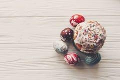 Szczęśliwego Easter mieszkania nieatutowego, eleganckiego Easter jajka, chlebowi i malujący dalej Obraz Stock