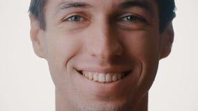 Szczęśliwego mężczyzna portreta uśmiechniętego zakończenia twarzy charakteru up serie odizolowywać na białym tle zdjęcie wideo