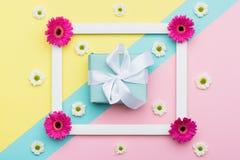 Szczęśliwego Macierzystego ` s dnia, walentynki ` s dzień, lub urodziny pastelu tło Kwiecistego mieszkanie nieatutowego minimaliz Zdjęcie Royalty Free