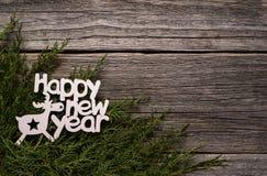 szczęśliwego nowego roku, Inskrypcja na gałąź tuja zdjęcia royalty free