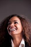 Szczęśliwej afroamerican dziewczyny przyglądający up śmiać się Zdjęcia Stock