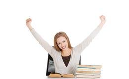 Szczęśliwej kobiety skończony przygotowywać egzamin fotografia royalty free